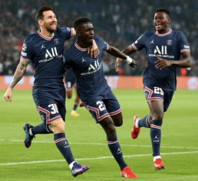 «Gana GUEYE, le joueur sénégalais, homme du match PSG-Manchester du 28 septembre 2021» par Amadou Bal BA - http://baamadou.over-blog.fr/