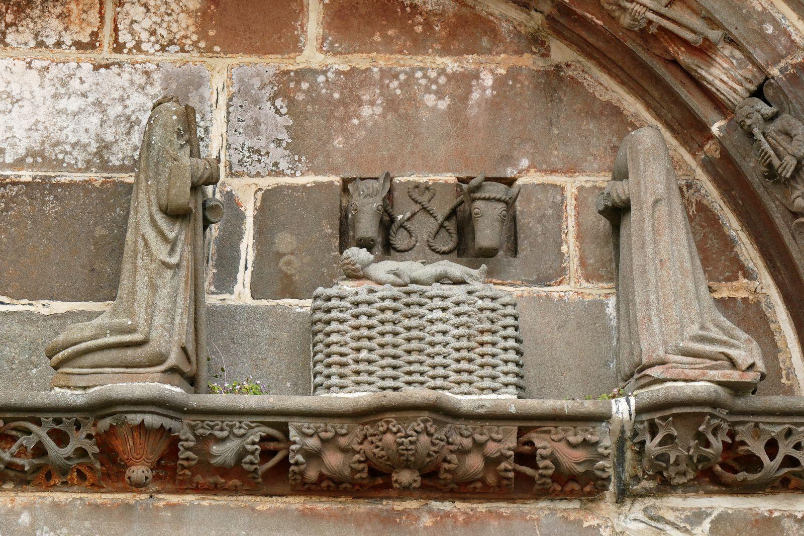 Nativité (kersanton, Prigent, v. 1553) du tympan du porche sud de Pencran. Photographie lavieb-aile.