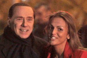 """Berlusconi : """"Oui, je suis fiancé"""""""