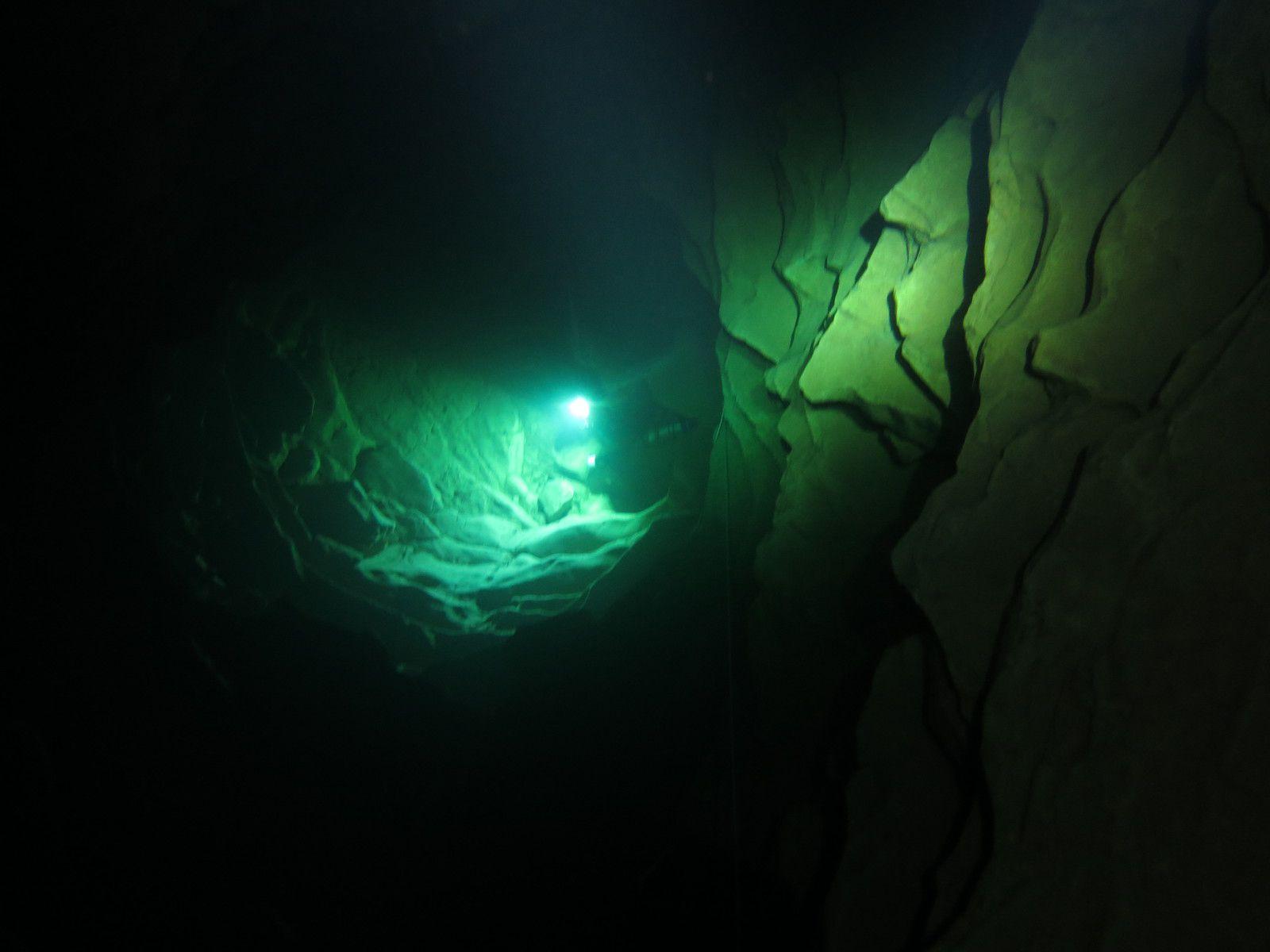 cette lueur montant des profondeurs, c'est Stéphane, vers - 50 m.