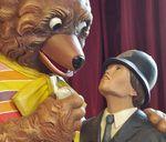Jeff Koons à Versailles: un ours et un policier pas si innocent