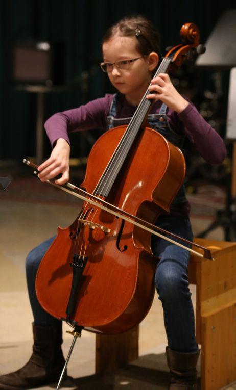 Bei den fortgeschrittenen Musikschülern bekamen viel Applaus Hannah Flach und Myrtille Schmuck (beide Cello), Mia Baier und Michelle Samoticha (beide Klavier).
