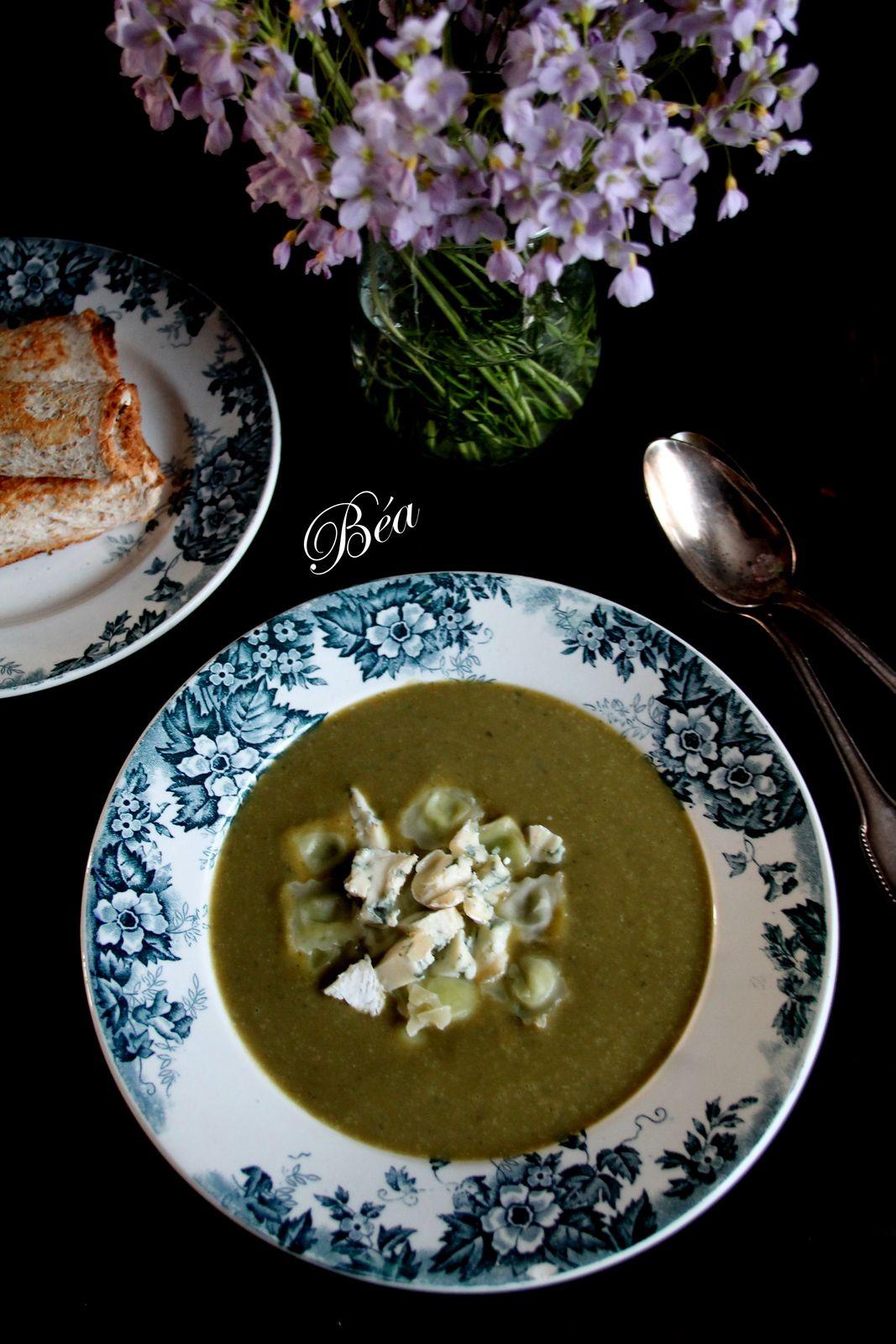 Soupe à l'oseille, ravioles du dauphiné et bleu de Bresse