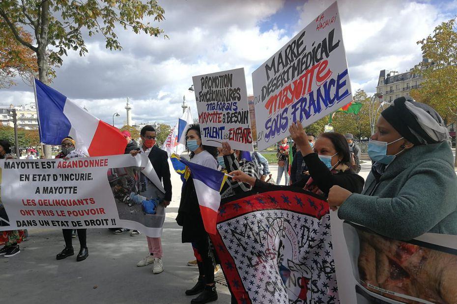 Manifestation ultramarine à l'appel du Crefom, place de la Nation le samedi 26 septembre 2020 -Crédit photo @la1èrefranceinfotv
