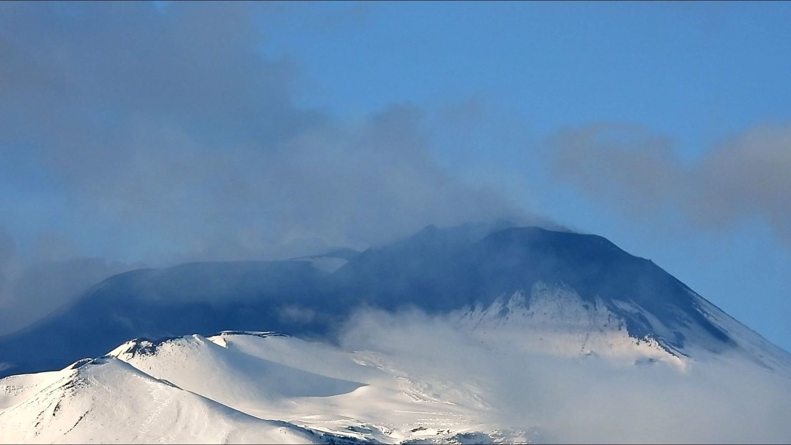 Etna SEC - on 21.12.2020 in the afternoon (lava flows) - photo Boris Behncke