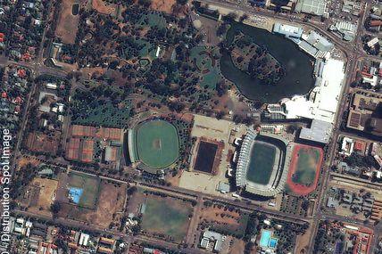 Le stade Free Slate de Bloemfontein vu par le satellite Kompsat-2 : le rendez-vous de la dernière chance pour les bleus dans le Mondial 2010