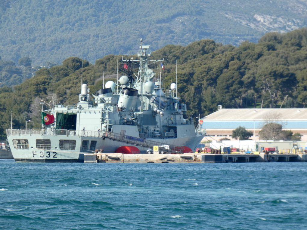 CORTE REAL  , F 332 , à quai dans la base navale  de Toulon le 04 mars 2019