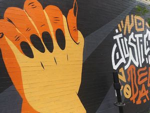 """Le duo Tshoko/Louis Letters a offert cette murale en solidarité avec le mouvement """"Black lives matter""""."""