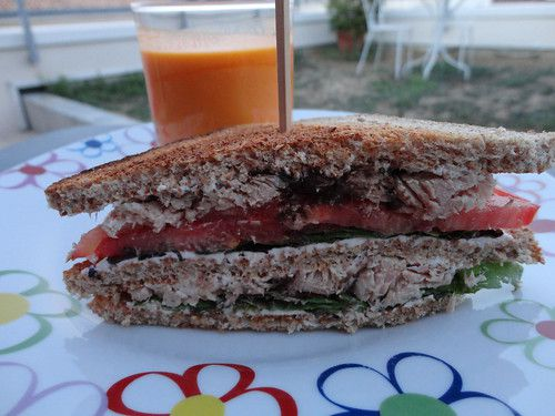 Club sandwich : thon, tapenade, tomate, salade, fromage frais