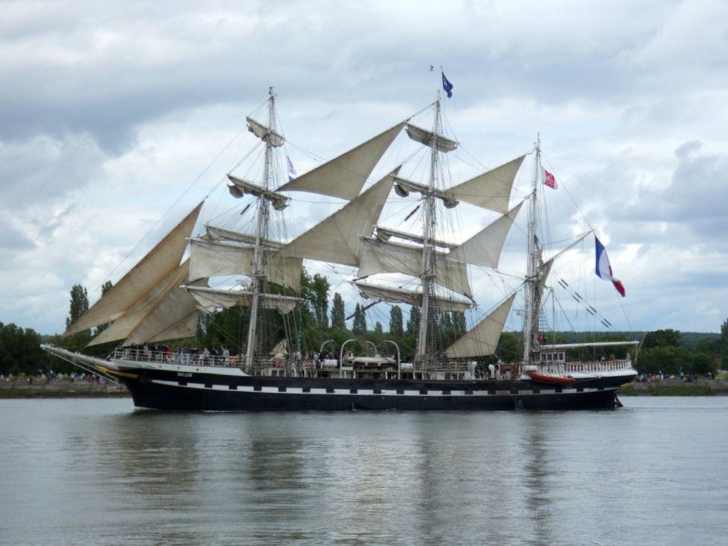 BELEM , Trois Mats Barque  sur la Seine au passage de la commune de la Bouille le 16 juin 2019