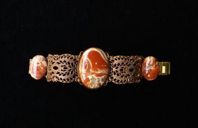 """Bracelet manchette en pierres et matières naturelles nommé : """"BRÉCHIA""""_jaspe_bijou de créateur. Paris."""