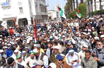 100 000 manifestants dans les rues de Rabat expriment leur solidarité avec la lutte du peuple Palestinien et critiquent la position conciliante de la monarchie marocaine avec Israel