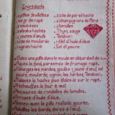 Livre Recettes Brodées de Mamigoz:  Tourte Rubis aux deux viandes