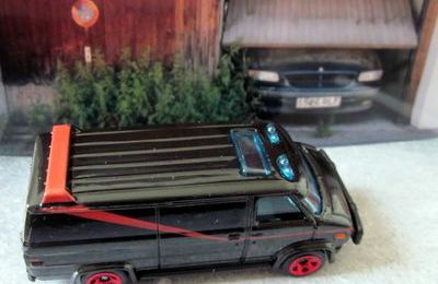 A TEAM VAN GMC G20 VANDURA - BARRACUDA HOT WHEELS 1/64.