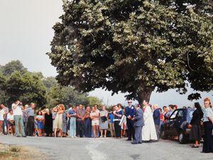 La première équipe municipale présidée par Angèle PINELLI; deux images de la fiumara du 12 juillet 1983; deux vues de l'inauguration de la nouvelle croix du Fragnu sous la municipalité de Bernard PAOLI.