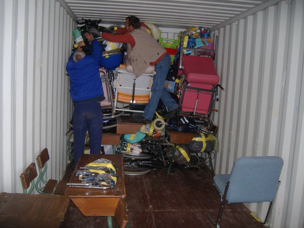 Chargement du container 30m3 - samedi 5 avril 2014