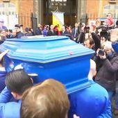 Il n'y avait que Michou pour tout oser, même à son enterrement - Quotidien avec Yann Barthès | TMC