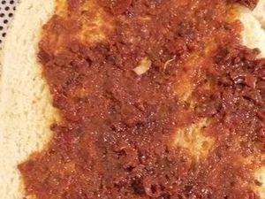 Tartine au poulet, tomates et mozza