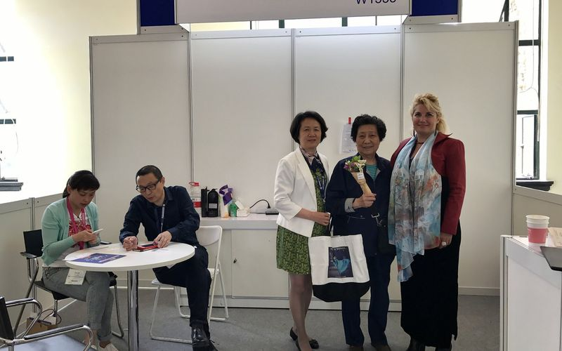 Our staff Eurotourvipservice , our stand the only représentant of France at the Shanghai World Travel Fair 维罗妮卡安东内利在上海