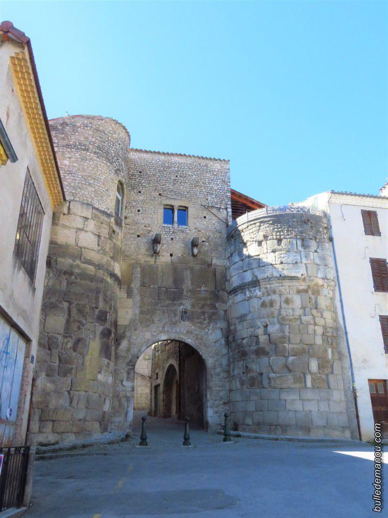 La porte Saint-Marcel dans les remparts de Die