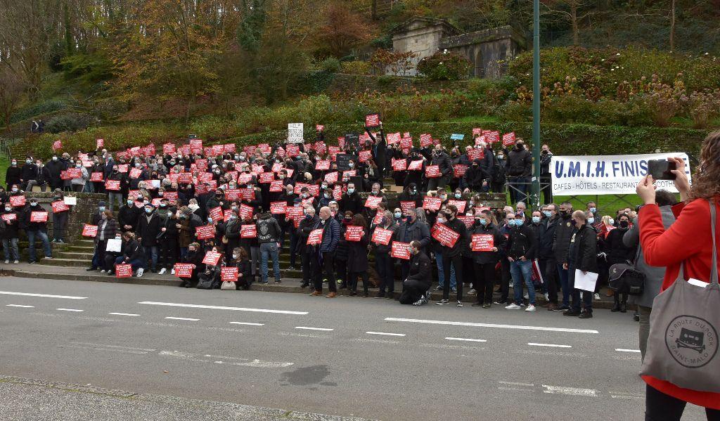 Manifestation à Quimper pour la réouverture rapide des bars, restaurants, discothèques ...