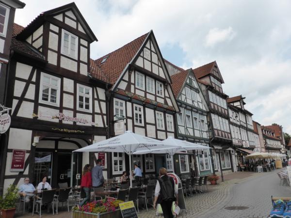 Mon guide vert annonçait quelques jolies maisons à colombages... mais c'était toute la vieille ville !