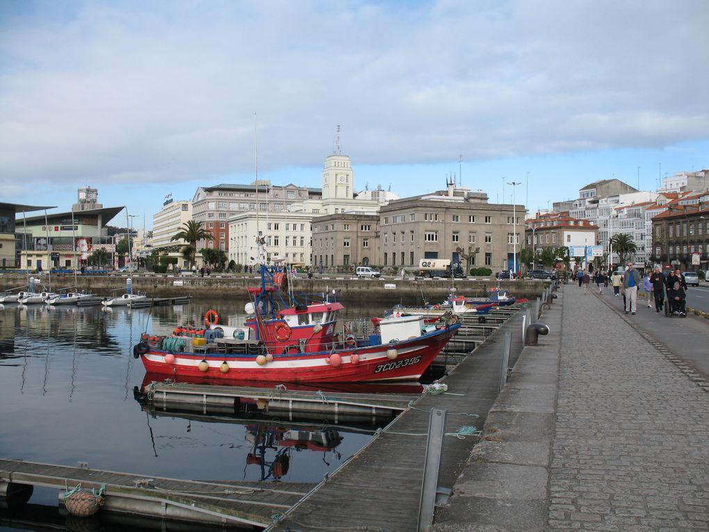 Bateaux de pêche artisanale dans le port de La Coruña.