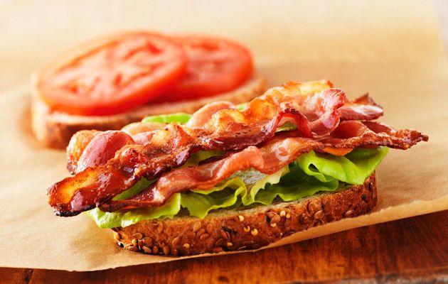 Sandwich bacon salade tomates