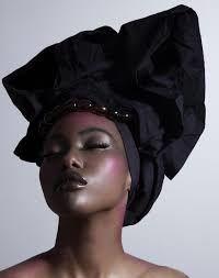 Mujer ayer y hoy: imágenes del pañuelo de la mujer africana.- El Muni.