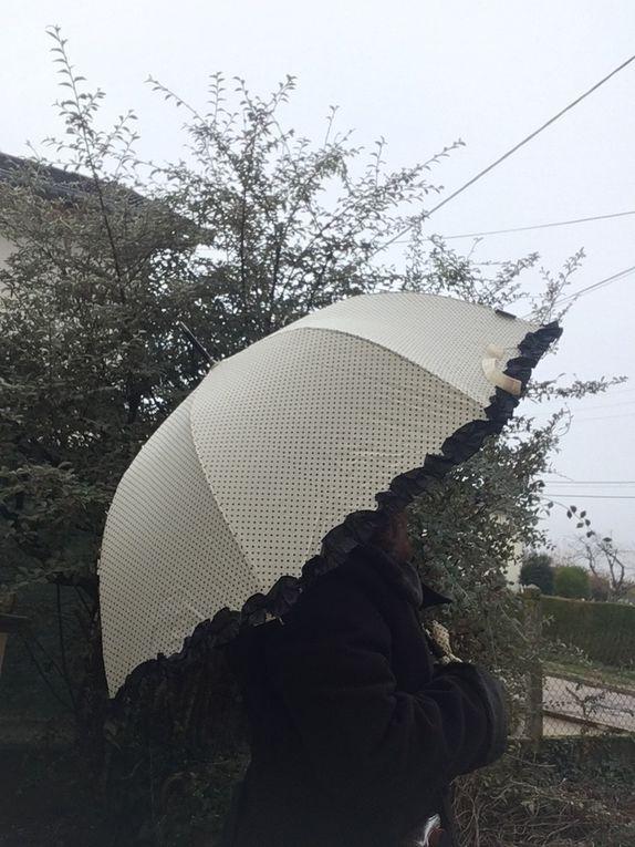 Un joli parapluie /ombrelle pour aller avec mes tenues Lolita