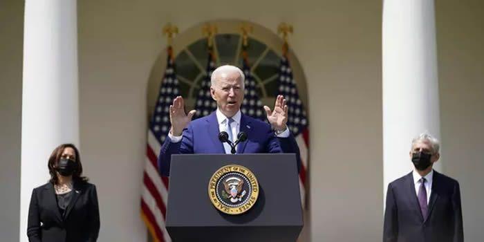 Joe Biden, le 8 avril, présente six décrets pour renforcer le contrôle sur les armes à feu. (Sipa)