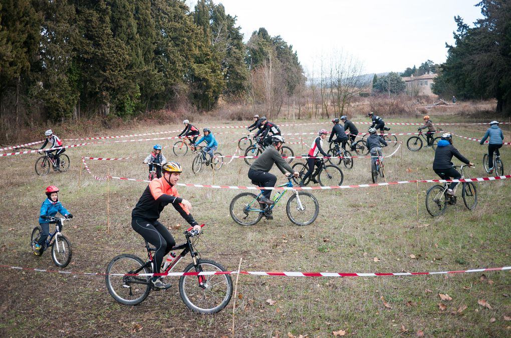 Le Team Cyclosportissimo avant ou pendant l'action. Crédits photos Dan et Akim.