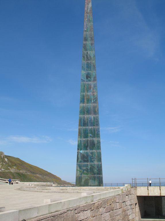 L'Obélisque de La Coruña est un de ces monuments qui peut être vu depuis une grande partie de la ville. Situé sur le Paséo Maritimo de La Corogne, il a été inauguré le 1er janvier 2001.