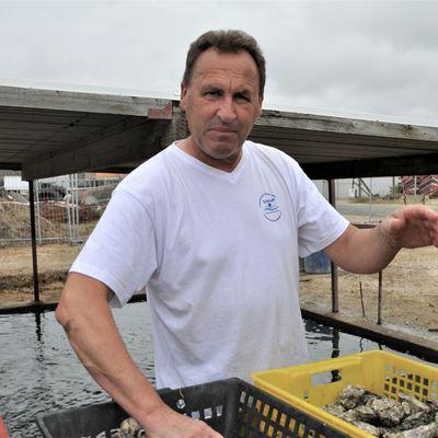 Confrérie de l'huitre de la Baie de Borgneuf: Créer le meilleur petit pain pour accompagner les huitres de Vendée Atlantique.