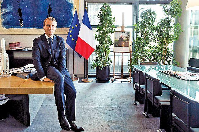 Elysée : En pleine crise économique et sanitaire, Emmanuel Macron retape son bureau pour un total d'un petit million d'euros