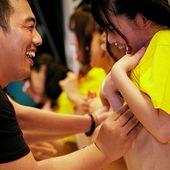 12 pornstars japonaises se laissent toucher les seins
