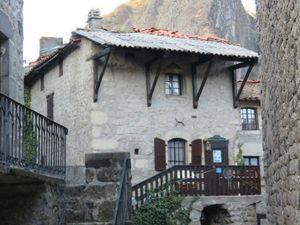 Maisons anciennes ou maisons rénovées à Prades (43)