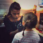 Bijoutier vs pierceur : où dois-je faire percer les oreilles de ma fille ?