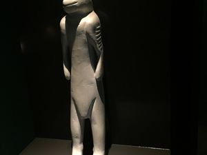Visite très instructive du musée archéologique de Blaubeuren présentant des vestiges inestimables vieux de 30.000 à 40.000 ans : figures féminines ou zoomorphes, instruments de musique ... ces items marquent l'apparition chez l'Homme à côté de l'objet outil, de l'objet rituel ou de loisir et témoignent donc d'un rapport nouveau de l'Homme à son environnement