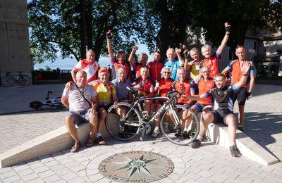 13 Septembre 2019 – Traversée des Alpes à vélo. Thonon Les Bains : la joie de l'arrivée au bord du lac Léman.