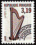 La harpe est un instrument de musique à cordes pincées de forme le plus souvent triangulaire, muni de cordes tendues de longueurs variables dont les plus courtes donnent les notes les plus aiguës.