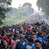 """Selon des informations provenant de journalistes """"sur le terrain"""" et publiées sur les réseaux sociaux, une nouvelle caravane de 2000 migrants aurait quitté le Honduras et se trouverait actuellement au Guatemala. La caravane qui comptait 4000 migrants et qui était bloquée sur un pont à la frontière du Guatemala et du Mexique serait logée dans un parc riverain et compterait désormais 7000 migrants! - MOINS de BIENS PLUS de LIENS"""