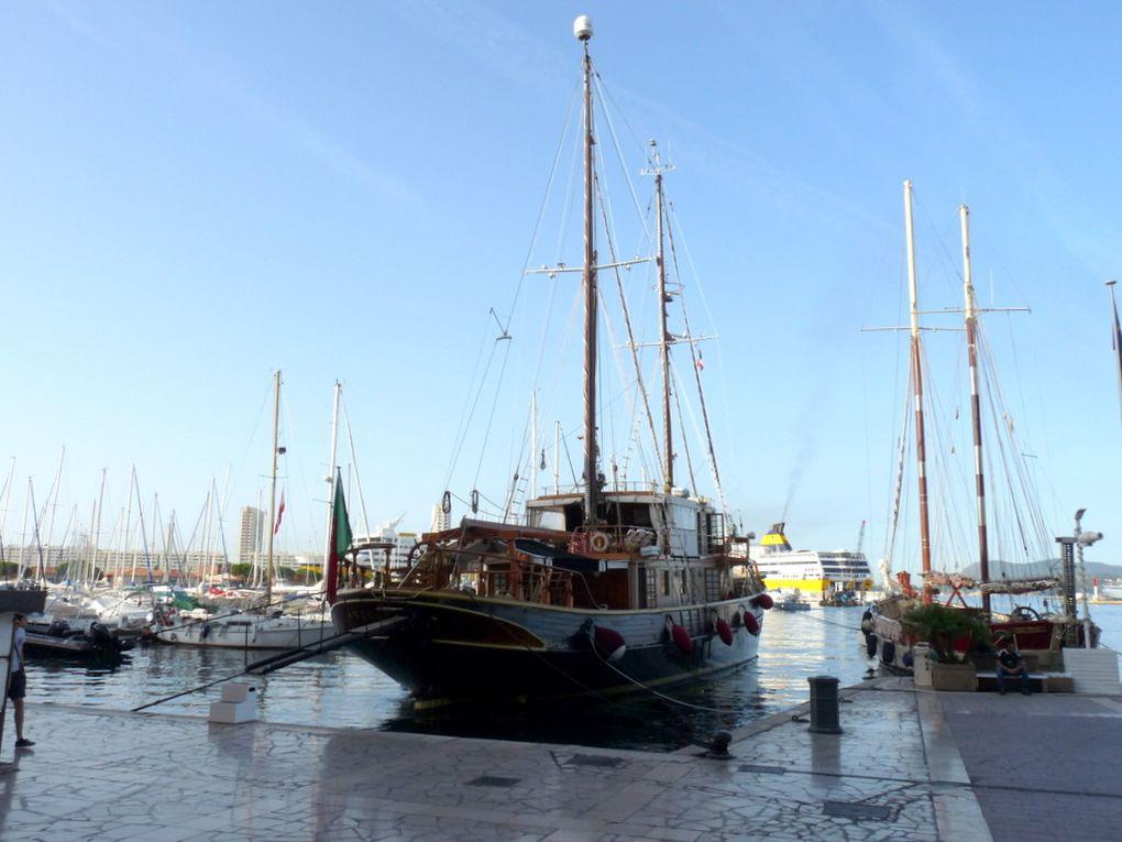 NEW   VAGABUNDA , a quai au carré du port de Toulon le 09 aout 2016