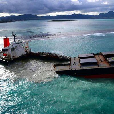 Marée noire à l'île Maurice : le «Wakashio» s'est brisé en deux
