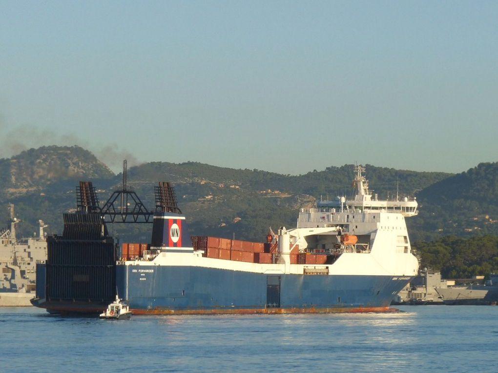 ARK  FORWARDER  , à quai ou sur rade à Toulon