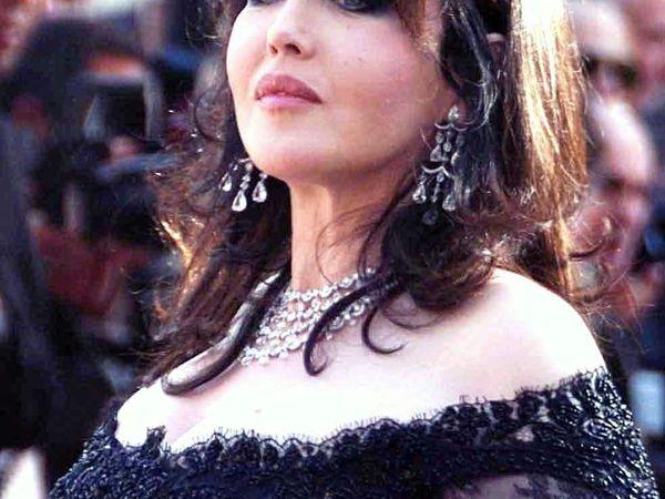 """isabelle adjani, une grande actrice et une chanteuse oubliée avec les chefs d'oeuvre de gainsbourg tels """"pull marine"""""""