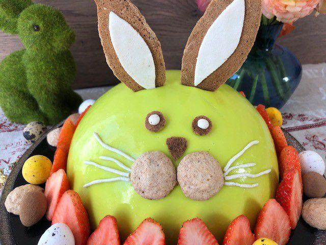lapin de Pâques pistache-fraise