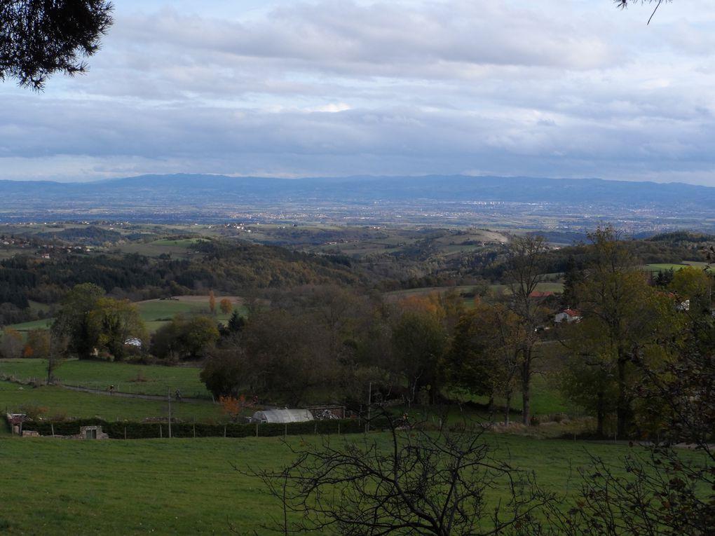 vue sur la plaine dans le trou, nous passons aussi à Montarcher deux villages classés dans les plus beaux de France.