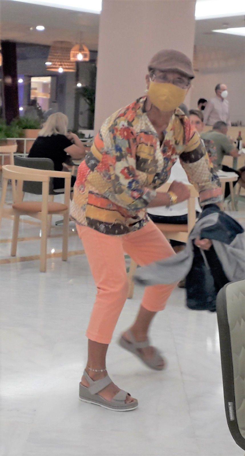 Babeth, en dehors du court comme sur le court... elle fait le buzz !
