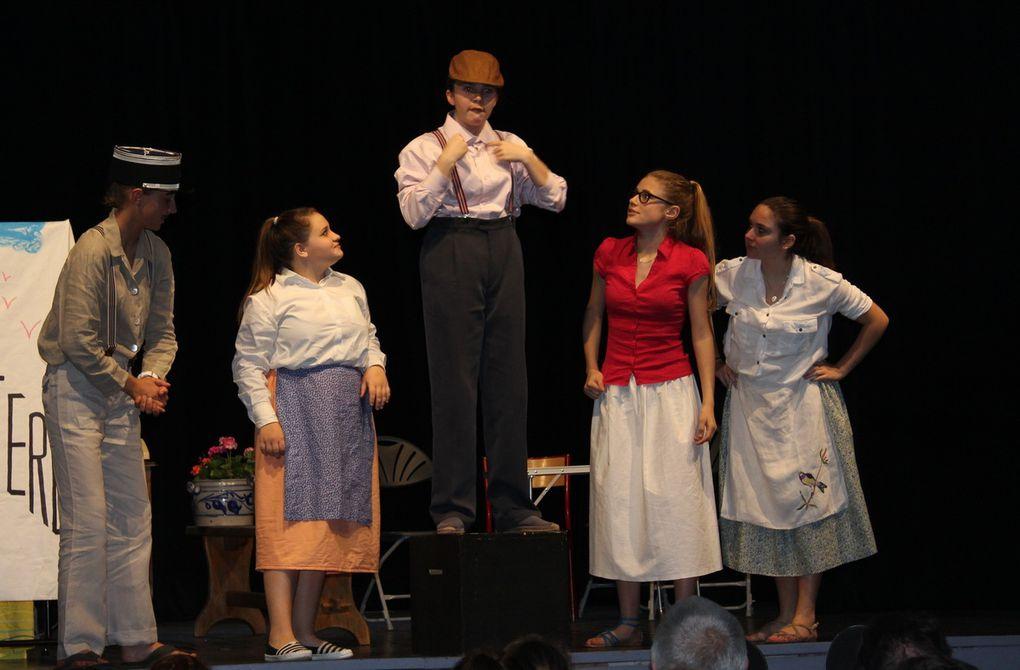 Enfants. Première représentation pour le Théâtre.